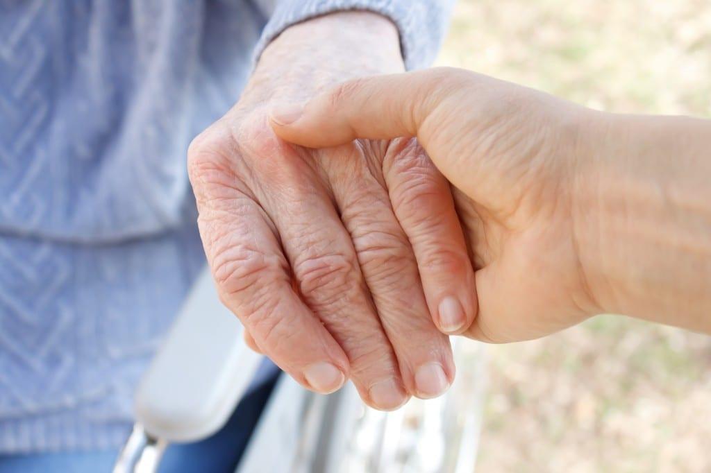 """Résultat de recherche d'images pour """"accompagnement personnes âgées"""""""