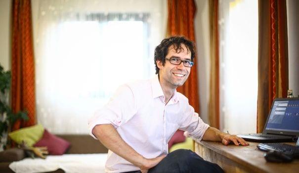stephane-lucon-fondateur-de-la-start-up-innovante-hubert-chez-lui-dans-le-village-de-croitori-en-roumanie-le-3-juillet-2014_4966609