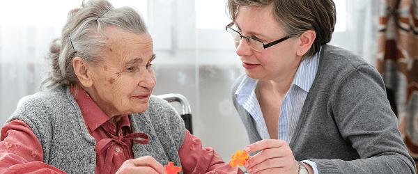 Parler aux personnes âgées comme à des enfants serait nocif pour leur santé