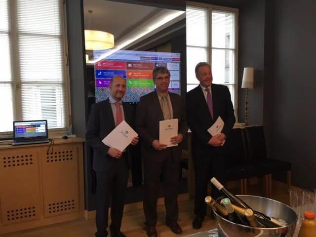 De gauche à droite : M. Daniel Hager, M. Eric Gehl et M. Francis Bucher. Signature du partenariat entre Hager, Facilien et le Gasal.