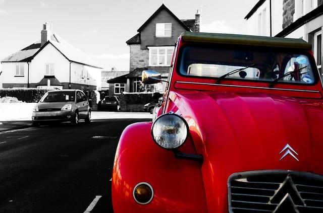 Voiture rouge Citroën mobilité seniors