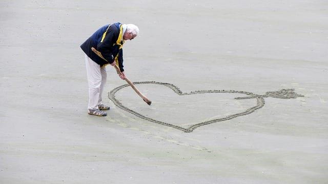 Seniors - plage - vacances - amour