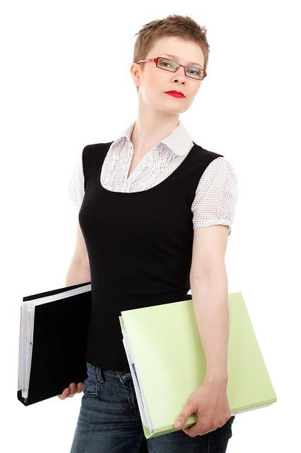 femme d'affaires-lunettes-travail1
