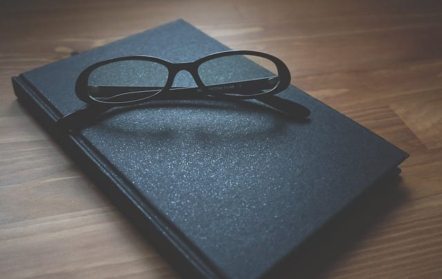femme d'affaires-lunettes-travail2