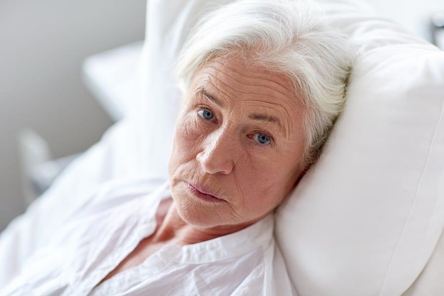 Personne âgée à l'hôpital