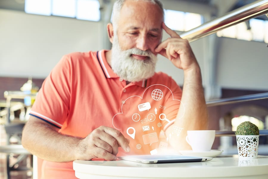 Accessibilité internet sur tablette pour seniors