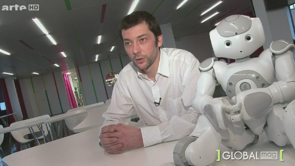 Le robot Nao aux côté de Jerome PIGNIEZ