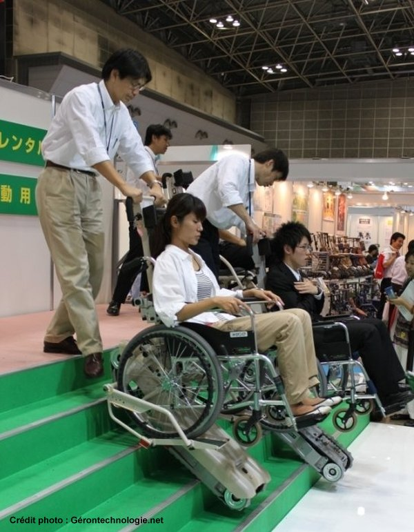 fauteuil pour descendre escaliers