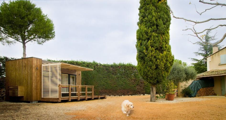 senior cottage installé dans un jardin