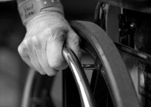 autonomie-personne âgées-chaise roulante