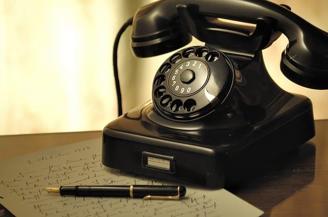 Vieux téléphone réservation senior Uber