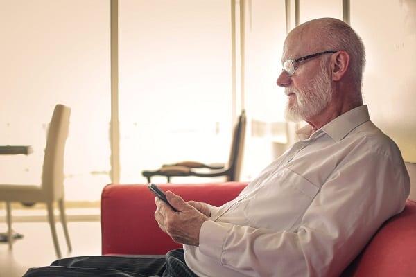 Les seniors savent utiliser les nouvelles technologies, notamment le smartphone