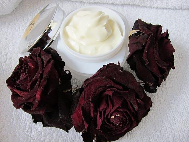 Soins cosmétiques pour peaux matures