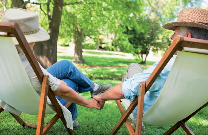 Couple de personnes âgées à la retraite