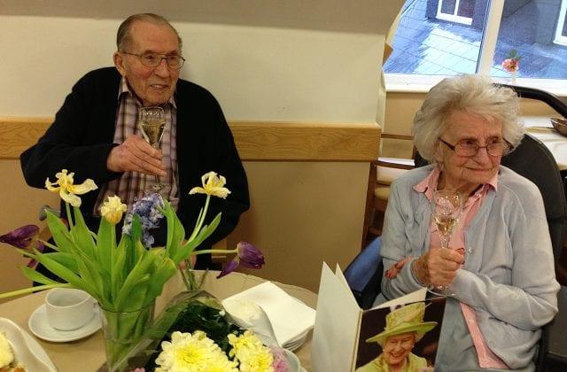 Stanley Benett et sa femme lors de leur anniversaire de mariage