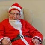 Stanley Benett déguisé en père Noël pour récolter des fonds pour Alzheimer