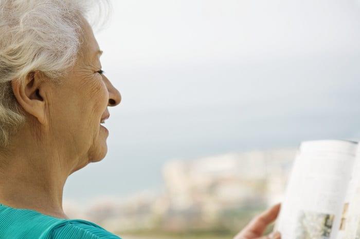Les personnes âgées apprécient la lecture