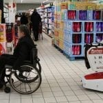 wiiGo, un robot compagnon qui accompagne les seniors pendant leurs courses