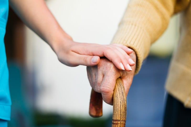main - prendre soin - aidant - dépendance - autonomie