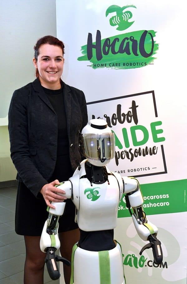 Lucile Peuch DG d'Hocaro et le robot Zeli