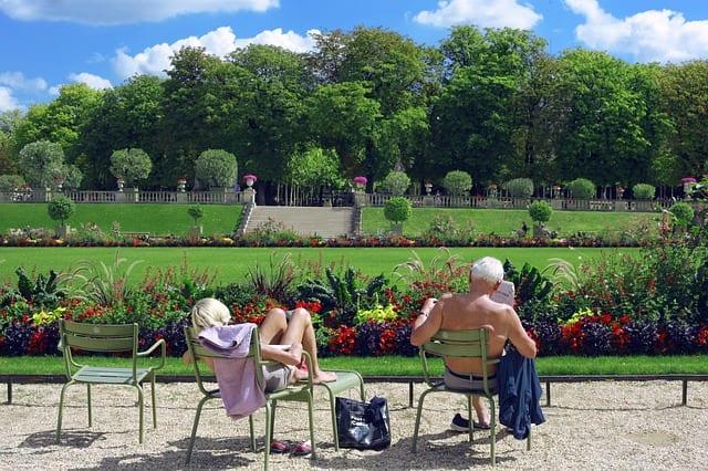 Couple - Seniors - Canicule - Chaleur - Bronzage