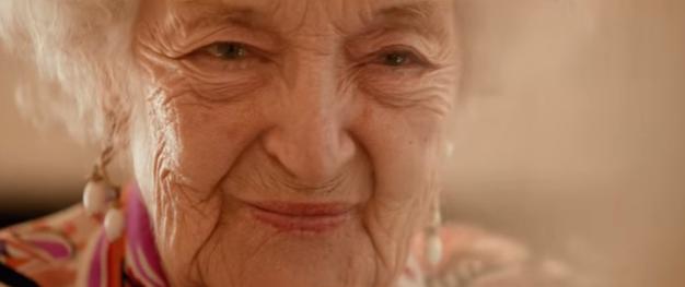 Macklemore célèbre les 100 bougies de sa grand-mère dans son nouveau ...