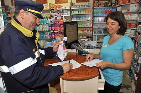 Facteurs - Pharmaciens - La Poste