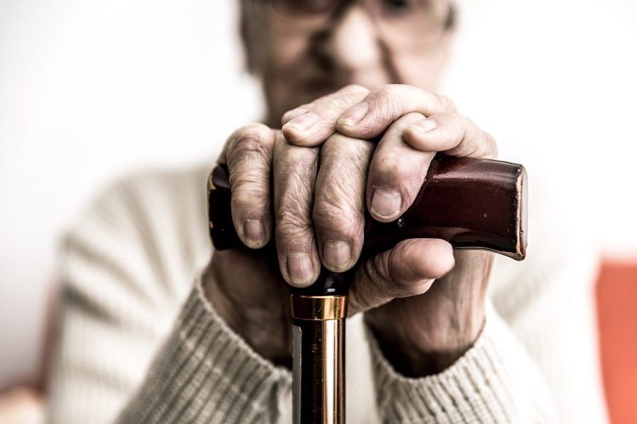Perte d'autonomie - Dépendance - Canne - Personne âgée