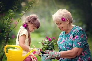Intergénérationnel - Générations - Petits-enfants - Jardinage - Loisirs