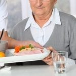 La Poste s'associe à Saveurs et Vie pour lutter contre la dénutrition et l'isolement des seniors