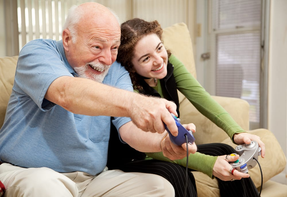 Intergénérationnel - Petits-enfants - Jeux vidéo - Loisirs - Fun - Activité