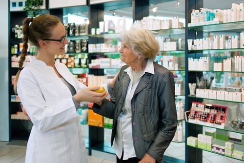 Pharmacien - Pharmacie - Ordonnance - Relation avec les clients seniors