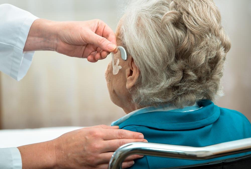 Aide auditive - Audition - Malaudition chez les seniors - Perte auditive - Problème de l'ouïe - Prothèses auditives