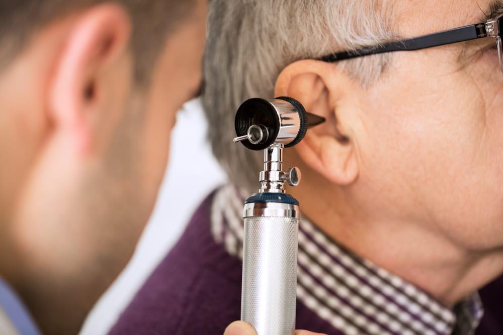Audition - Malaudition des seniors - Consultation médecin - Prévention - Problèmes auditifs