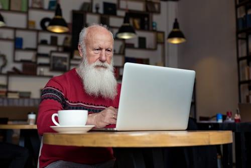 Internet - Achats en ligne - Surfer sur le net - NTIC - Ordinateur