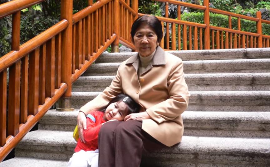 Emma Yang et sa grand-mère