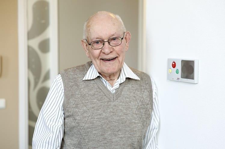 Personne âgée en EHPAD maison de retraite résidence