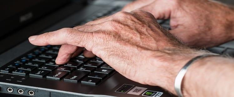 mains travail senior 2