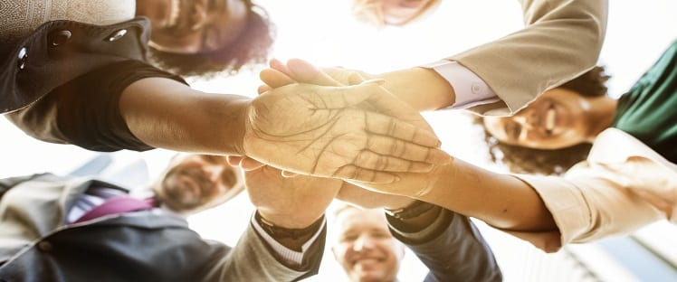 solidarité mains groupe