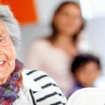 Senior-Ehpad-Famille-shutterstock