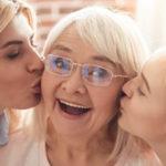 Et si cette année on faisait de la fête des grands-mères autre chose qu'un prétexte à la consommation ?