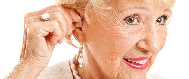 Les personnes âgées, touchées par les problèmes auditifs
