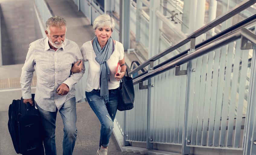 seniors - ville - urbanisme - escalier