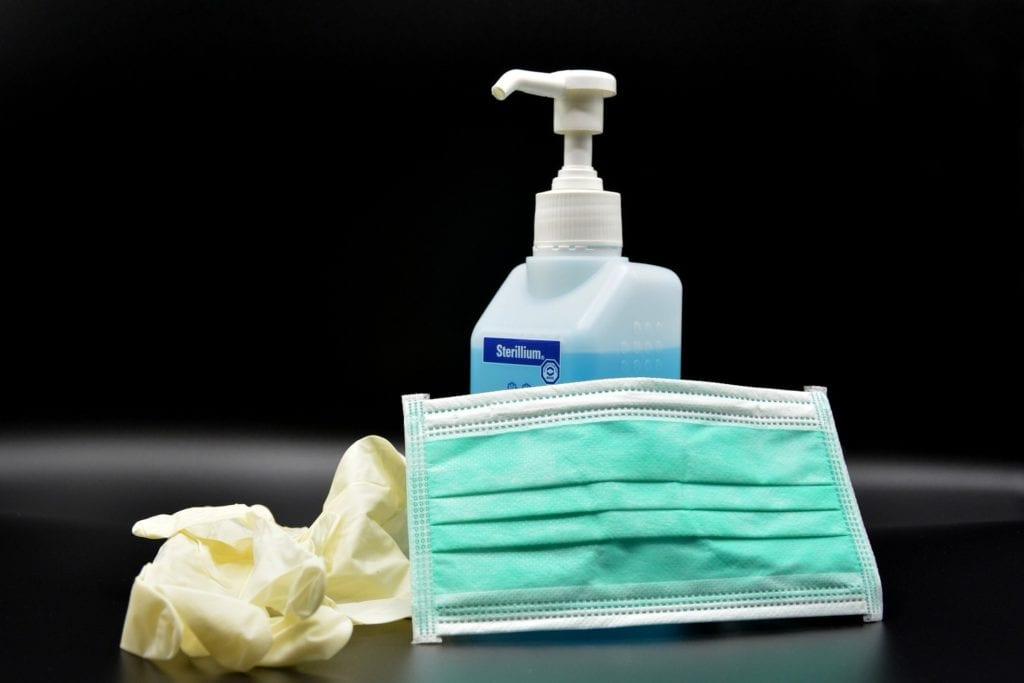 masque - gants - gel hydroalcolique - désinfectant - virus - protection - médecin - médical - Pixabay