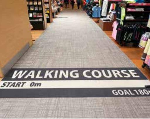 Le Walking Course du supermarché AEON invite les seniors à faire de l'exercice.
